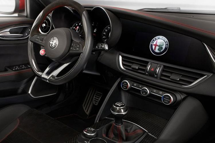 Alfa Romeo Giulia Saloon 2.9 V6 Bi-Turbo 510PS Quadrifoglio 4Dr Auto [Start Stop] inside view
